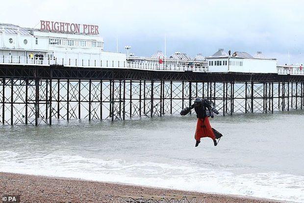 """Britaniyalı """"dəmir insan"""" öz rekordunu qırdı – VİDEO/FOTO"""