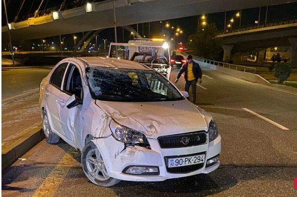 Bakıda avtomobil körpüdən aşıb - Sürücü tapılmır + FOTO