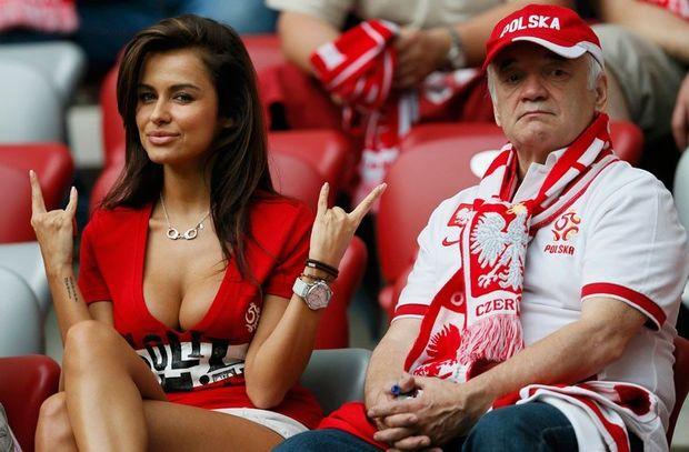Polşa Futbol Federasiyası qarşılaşmalara azarkeşlərin buraxılmasını tələb etdi