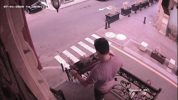Bakıda kafenin eyvanından dibçək oğurlandı - ANBAAN VİDEO