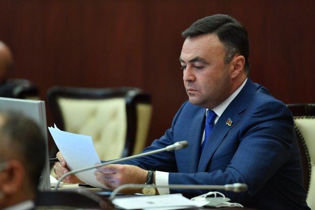 """Elnur Allahverdiyev: """"Yerevanda Rusiya bayrağının yandırılıb ayaqlar altına salındığını kim unudub?"""""""