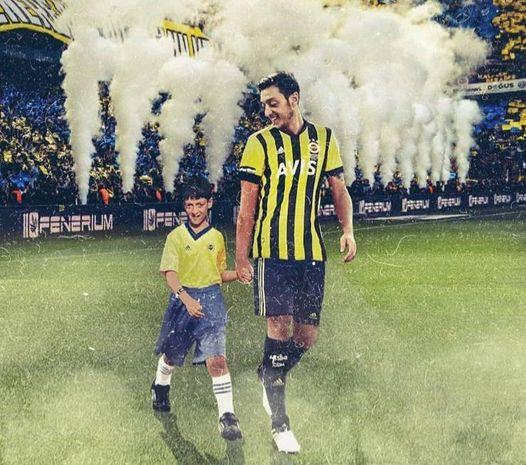"""""""Fənərbaxça"""" ilə müqavilə imzalamağa hazırlaşan Özildən maraqlı paylaşım - FOTO"""