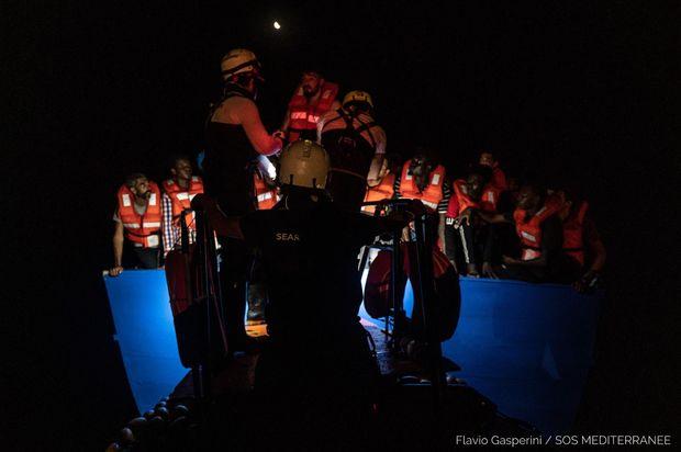 Aralıq dənizində batan qayıqdan 400 nəfər xilas edilib - FOTO