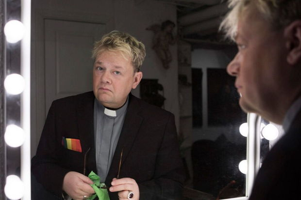 Homoseksual keşiş kişiləri qadınlarla evləndirməkdən imtina etdi - FOTO
